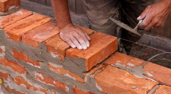 Кирпичная кладка стен недорого, быстро и с очень хорошим качеством.