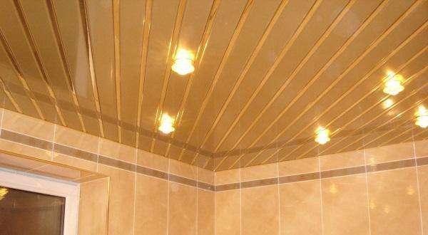 отделка потолка под ключ в ванной комнате