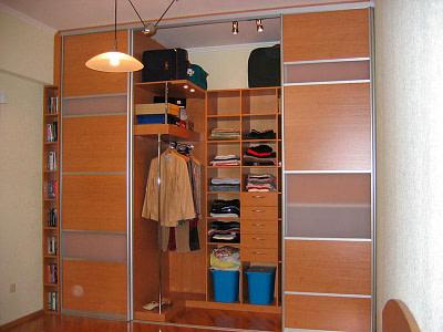Встроенные гардеробные на заказ в Новосибирске от производителя