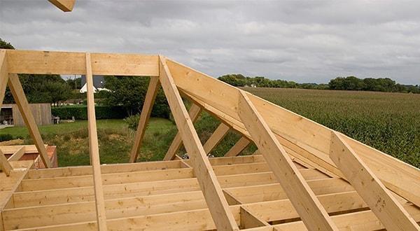 Многоскатная крыша монтаж и отделка. Установка многоскатной крыши. Отделка многоскатной крыши.