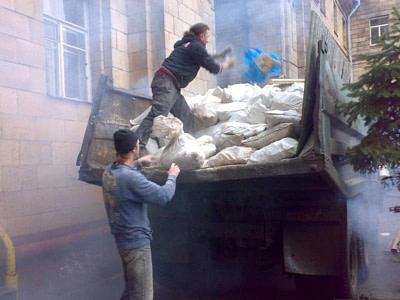 Вывоз строительного мусора в комплексе демонтажных работ и ремонта под ключ.