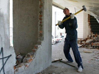 Демонтажные работы. Демонтаж стен и перегородок.