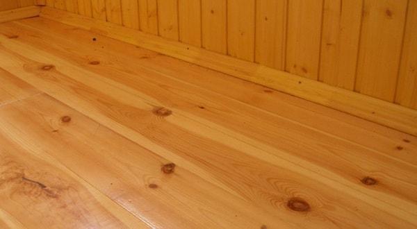 Деревянный пол на балконе.
